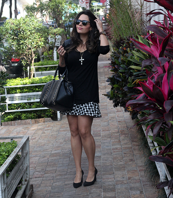 look preto branco claudinha stoco 2 Look: Saia com Estampa Geomtrica!