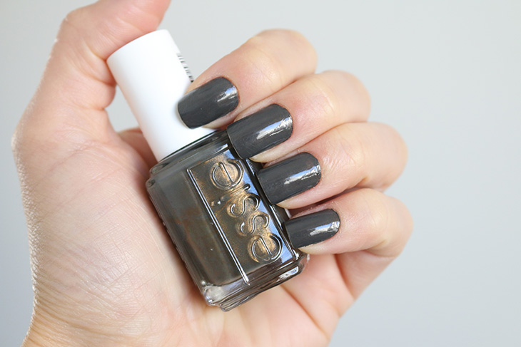 esmalte-armed-and-ready-essie-claudinha-stoco-2